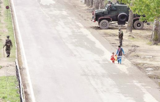 Army jawans stand guard near Srinagar-Jammu national highway on the outskirts of Srinagar on Sunday.Sheikh Faizan/JL