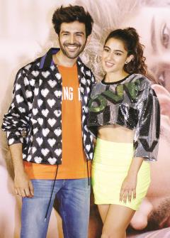 "Bollywood Actors Kartik Aaryan along with actress Sara Ali Khan poses during trailer launch of their upcoming film ""Love Aaj Kal 2"" in Mumbai. (ANI photo)"