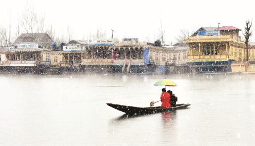 A man rows Shikara during fresh snowfall in Srinagar on Wednesday. Sheikh Faizan/JL