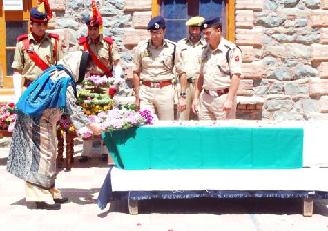 Chief Minister Mehbooba Mufti laying a wreath at the coffin of slain DSP Mohammed Ayub Pandit during a ceremony at District Police Lines in Srinagar.
